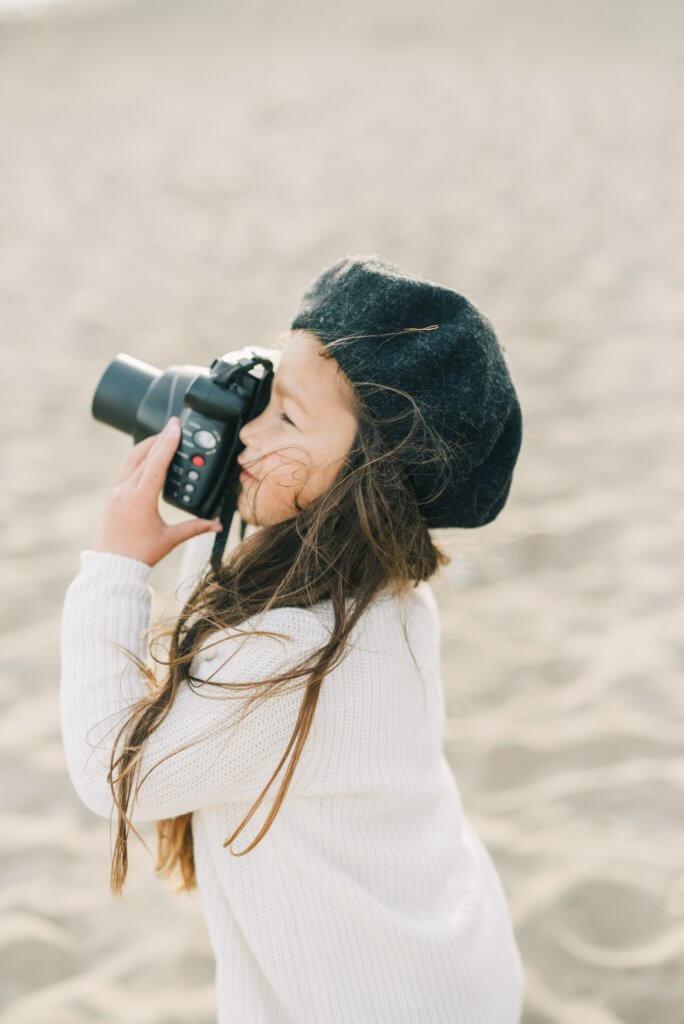 Enfant prend des photos